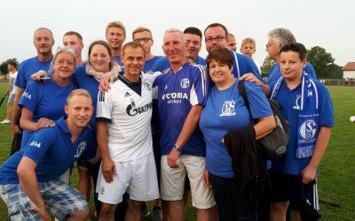 Innersteknappen beim Spiel der Schalker Traditionself